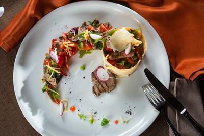 Салат из говяжей вырезки под соусом терияки
